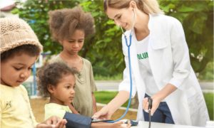 A female doctor who joined volunatry works and offer free health services.